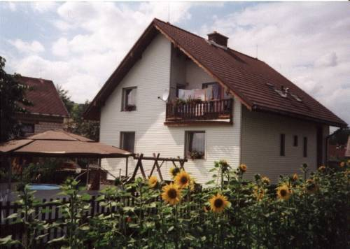 Hotel Holiday Home Besiny 1