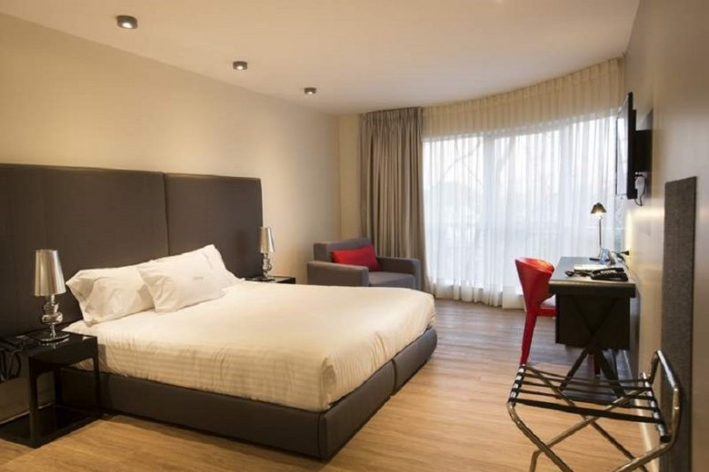 Regency Way Montevideo Hotel