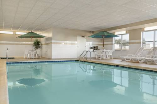 Hotel Country Inn & Suites Peoria North
