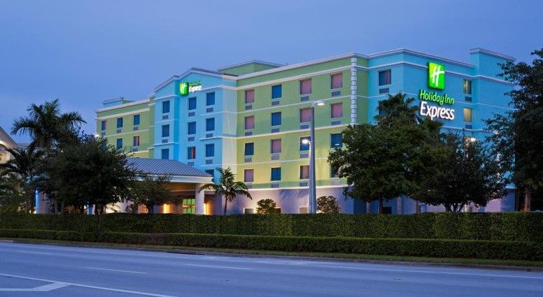 Hotel Holiday Inn Express & Suites Ft. Lauderdale Airport / Cruise