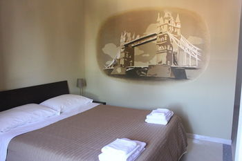 Hostal Metropolis Rooms & Services