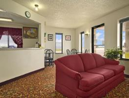 Super 8 Motel - Colby