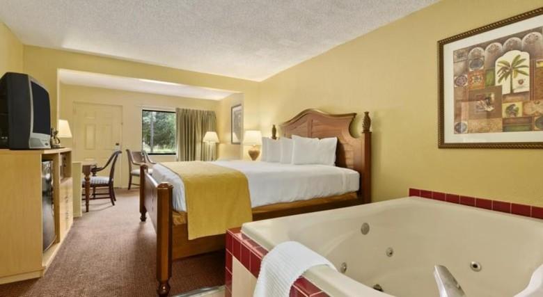 hotel travelodge suites east gate orange orlando florida. Black Bedroom Furniture Sets. Home Design Ideas
