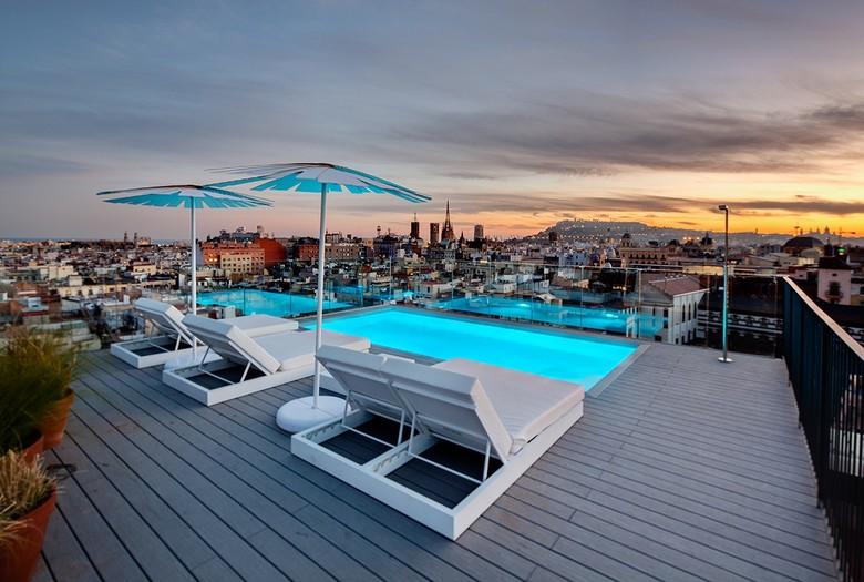 Yurbban trafalgar hotel barcelona for Piscina trafalgar