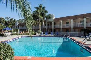 Hotel Clarion Inn & Suites Clearwater