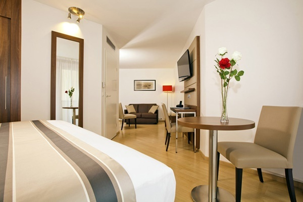 Hotel Residhome Paris Massy