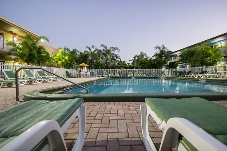 Rodeway Inn & Suites Fort Lauderdale Airport And Cruise Port Hotel