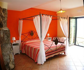 Bed & Breakfast Casarufolo Paradise