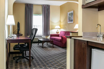 Hotel Clarion Inn & Suites Northwest