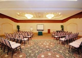 Clarion Airport Hotel And Conference