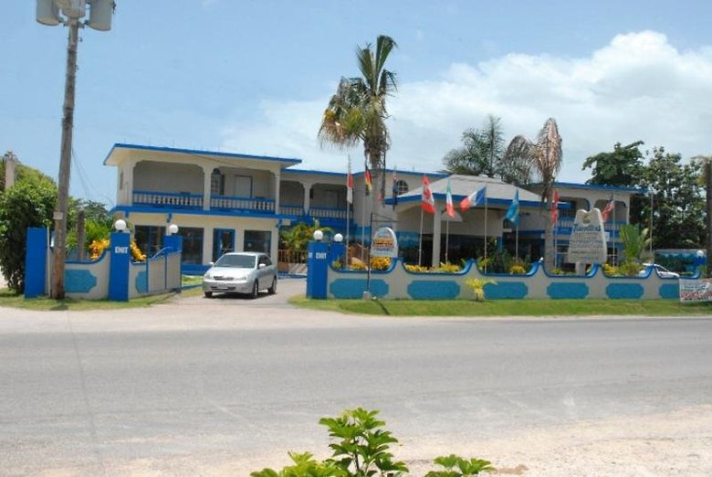 Hotel Travellers Beach Resort