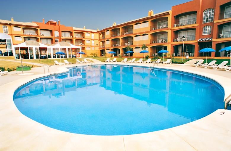 Apartamentos leo islamar islantilla huelva for Hoteles en huelva capital con piscina