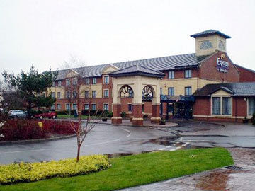 Hotel Express Holiday Inn M74 Jct 5