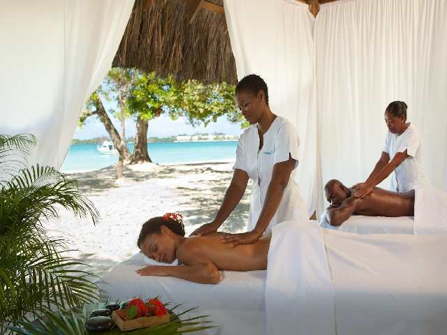 Hotel Couples Negril