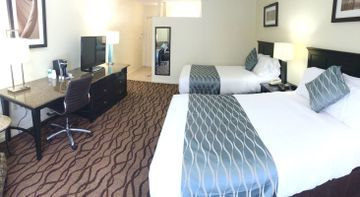 Hotel River Inn & Suites
