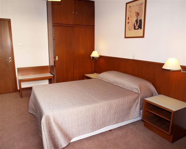 Hotel Apartments Petrou Bros
