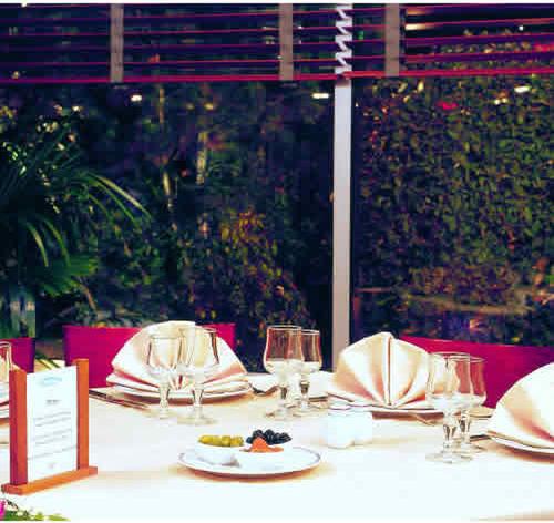 Hotel forest hill meudon meudon paris ile de france - Piscine forest hill meudon ...