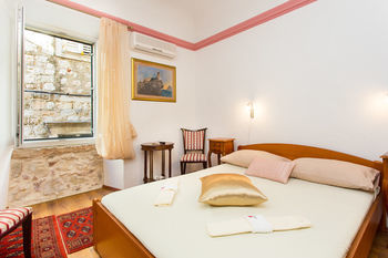 Residencia Rooms Vicelic Guest House