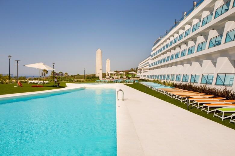 Grand luxor hotel benidorm alicante for Hoteles en benidorm con piscina climatizada