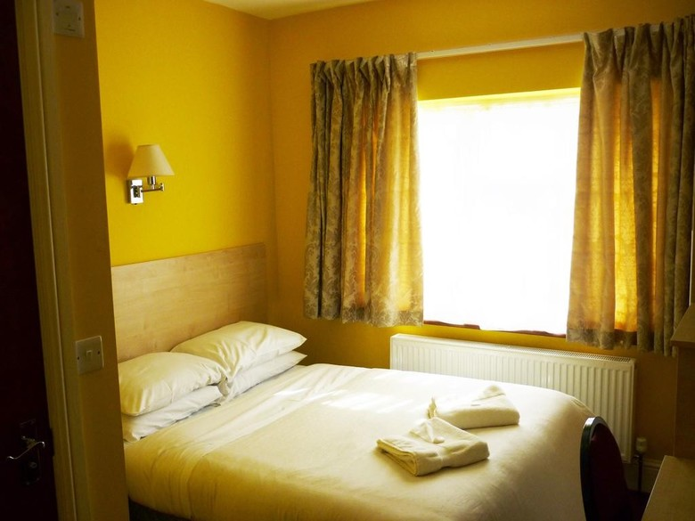 Bed & Breakfast Acton Town Hotel