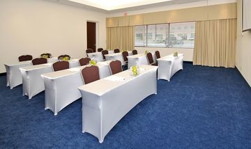 Holiday Inn Express Hotel  Suites Toronto - M