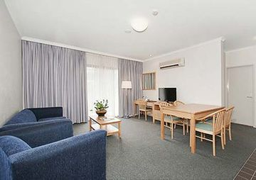 Quality Hotel Woden