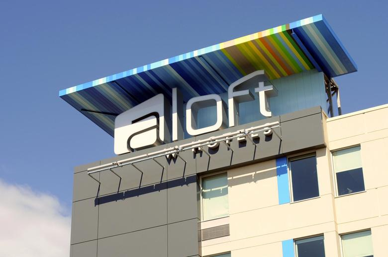 Hotel Aloft Montreal Airport