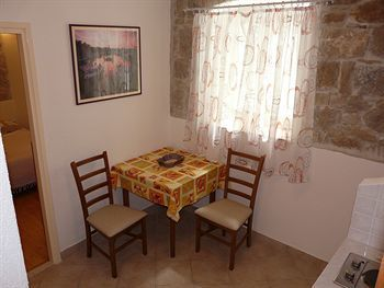 Residencia House Sandra - Guest House