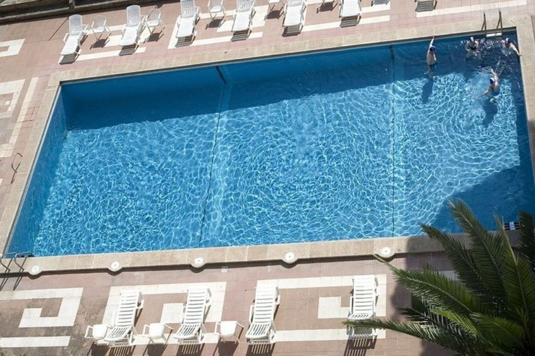 Hotel balneari termes victoria caldes de montbui for Piscina caldes de montbui
