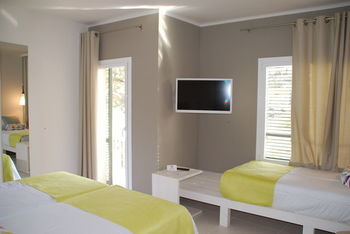 hotel tarongeta cadaqu s girona. Black Bedroom Furniture Sets. Home Design Ideas