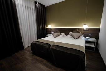 Hoteles cercanos a las ramblas en barcelona for Hotel moderno barcelona