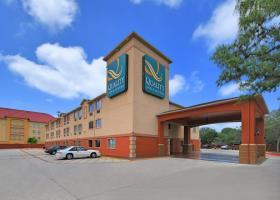 Hotel Quality Inn  And  Suites Bandera Pointe