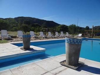 Los 10 mejores hoteles con accesos adaptados en villa for Piscina el espinillo