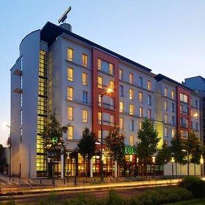 los 5 mejores hoteles con estacionamiento en colombes. Black Bedroom Furniture Sets. Home Design Ideas
