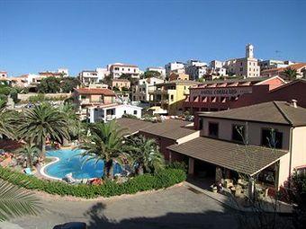 Los 8 mejores hoteles con piscina en santa teresa gallura for Piscina santa teresa
