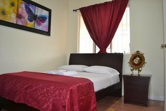 Sol De Laureles Casa Hotel