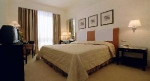 Hotel NH Parco Aragonesi