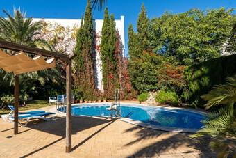 Hoteles con piscina en picanya for Hoteles en valencia con piscina