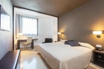Hoteles con piscina en valencia y cercan as for Hoteles en valencia con piscina