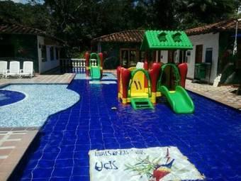 Hoteles con piscina en san jer nimo for Hoteles con piscina en san sebastian