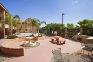 Hotel Indio Super 8 & Suites