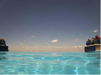 Hoteles con piscina en torrecaballeros for Hoteles segovia con piscina