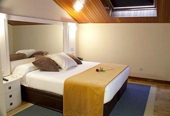 Hoteles en oleiros for Hotel jardin oleiros
