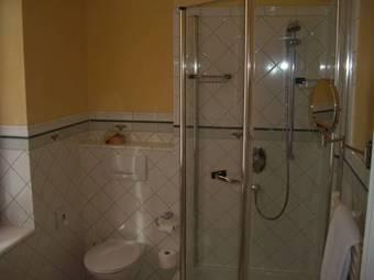 hoteles con habitaciones adaptadas en staufen im breisgau. Black Bedroom Furniture Sets. Home Design Ideas