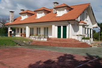 Los 3 mejores hoteles en hoz de anero for Apartamentos toraya cantabria