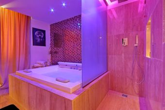 Hotel Spanish Diamond Luxury Suites Jacuzzi