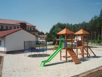 Los 2 mejores hoteles con piscina en breclav for Hoteles en portonovo con piscina
