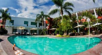 Hoteles con piscina en guadalajara for Hoteles con piscina en guadalajara