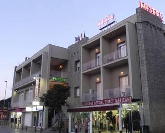 Hoteles con parking en la jonquera for Hoteles en la puerta