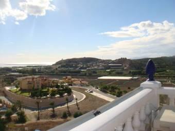 Los 3 mejores hoteles con piscina en torre del mar for Piscina torre del mar